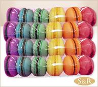 24 macarrons de colores.