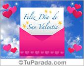 Feliz día con carta de San Valentín en sobre rosa y corazones.