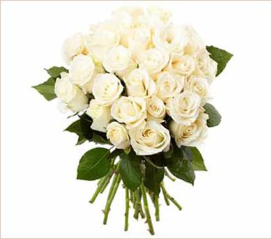Gran ramo de veinticuatro rosas blancas