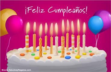 Gran torta de cumpleaños con velas