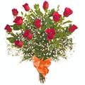 Gran ramo de doce rosas.
